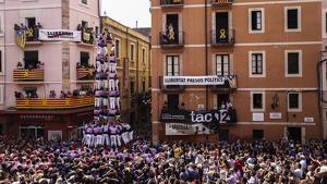 5 de 9 amb folre descarregat per la Colla Jove Xiquets de Tarragona, durant la diada de Sant Magí.