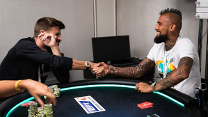 Arturo Vidal i Gerard Piqué poker