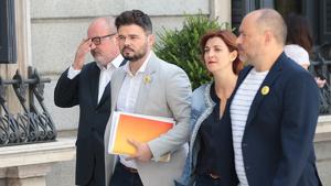 Diputats d'ERC arriben a la cambra