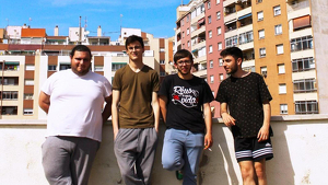 El grup d'indie-rock alternatiu rapsodià Plombiers actuarà aquest vespre a la Biblioteca Pere Anguera.