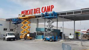 El Mercat del Camp ja llueix en gran el cartell de benvinguda del macroespai