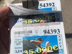El venedor il·legal justificava la venda amb la presumptament falsaAssociació Valenciana de Minusvàlids.