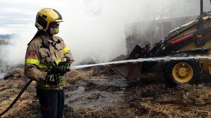 Els Bombers han treballat tota la nit en l'extinció del foc i control del perímetre
