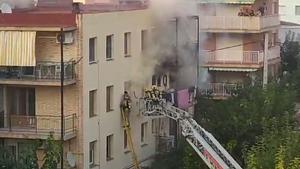 Els Bombers rescaten un home atrapat en un incendi a Salou
