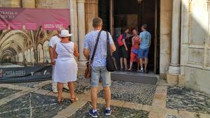 Els carteristes han començat a robar a l'interior de la Catedral de Tarragona, on aprofiten les distraccions dels turistes.