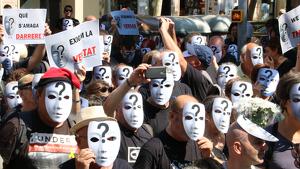 Els manifestants que han participat de la protesta convocada pels CDR duien màscares