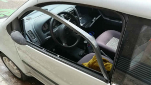 Els Mossos van detenir un home per robar a l'interior de tres cotxes.