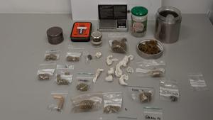 Els objectes i la droga comissada al detingut de Palafrugell,