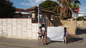 Els pares del propietari són els encarregats de protestar davant l'immoble