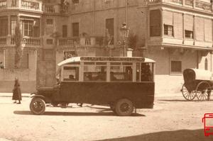 Els primers autobusos circulant per Terrassa