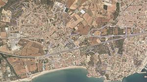 Els terrenys de la futura urbanització que l'Ajuntament vol suspendre, a la cantonada nord en lila