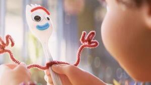 Forky neix a partir d'una forquilla de plàstic i es converteix en un dels personatges més icònics de la pel·lícula