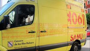 Imagen de archivo de una ambulancia en Mallorca.