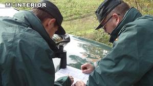 Imagen de dos agentes de la Guardia Civil