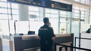 Imagen de la Policía Nacional en el aeropuerto