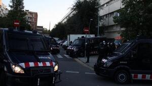 Imatge d'agents dels Mossos d'Esquadra al barri de la Mina.