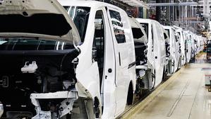Imatge de la cadena de muntatge de la furgoneta elèctrica de Nissan