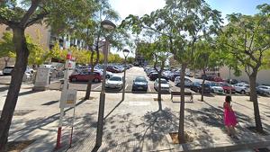 Imatge de l'aparcament dissuasiu, a tocar del Consulat del Marroc i la «rotonda dels conills»