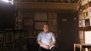 Imatge d'Eduard Boada al seu establiment de restauració, lloc on ofereix els seus entrepans