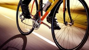 Imatge d'un ciclista a la carretera.