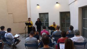Imatge d'un dels actes, el «Recital de poemes de Guimerà contra la inustícia».