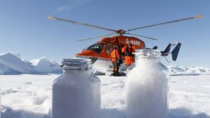 Investigadors analitzant la presència de microplàstics a la neu de l'Àrtic
