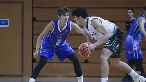 Joan Güixens defensant una jugada de la temporada passada