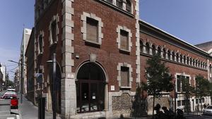 La Biblioteca Pública de Tarragona està ubicada al carrer Gasòmetre.
