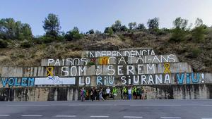 La Plataforma pel Riu Siurana denuncia la injustícia del transvasament a Riudecanyes amb un gran mural