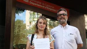 La presidenta del comité d'empresa de Trabilsa, Genoveva Sierra, i el president de la Plataforma de Representació Obrera Unitària (PROU), Juan Carlos Giménez Romero.