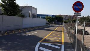 La zona d'aparcament per a pares al davant de l'institut escola Pi del Burgar ja està llesta.