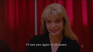Laura Palmer (Sheryl Lee) anunciando el regreso de la serie en los 90
