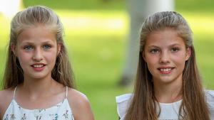 Les filles dels reis han aparegut somrients i amb una indumentària diferent