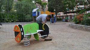 Les tasques d'instal·lació de jocs adaptats per a infants amb mobilitat reduïda ja han començat