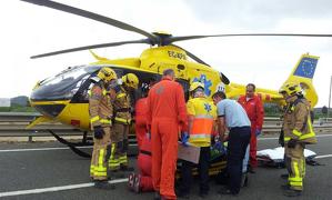 L'helicòpter del SEM actuant al lloc dels fets.