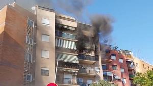 L'incendi es va iniciar a la quarta planta de l'edifici