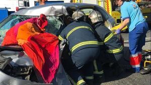 Los Bomberos, en tareas de rescate en el accidente en Conil, Cádiz