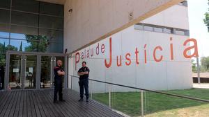Mossos d'Esquadra al Palau de Justícia de Girona