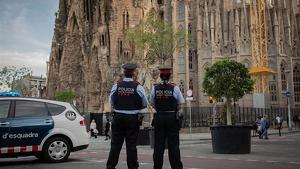 Mossos d'Esquadra davant la Sagrada Família