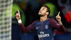 Neymar celebrant un gol amb la samarreta del PSG