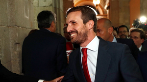 Pablo Casado ha tornat a aparèixer públicament amb un nou 'look'