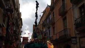 Pilar de 7 amb folre descarregat pels Castellers de Sant Pere i Sant Pau a la diada de Sant Roc