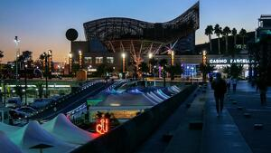 Port Olímpic de Barcelona de nit