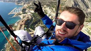 Rubén en una de sus vuelos en parapente