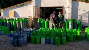 S'han detingut 5 persones i trobades més de 100 bombones de gas freó