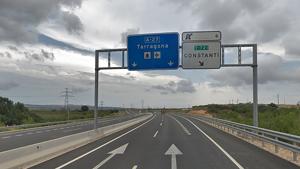 Un vehicle ha col·lidit contra la mitjana de l'autovia A-27 en sentit Tarragona