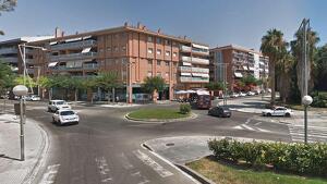 Una dona ha estat atropellada en un pas de vianants i ha estat evacuada a l'Hospital Joan XXIII