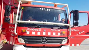 Una furgoneta es desfrena i queda a punt de caure per un talús a Martorell
