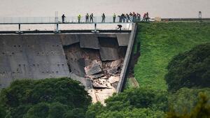 Una presa de un pantano al noroeste de Inglaterra tiene daños graves tras muchas lluvias