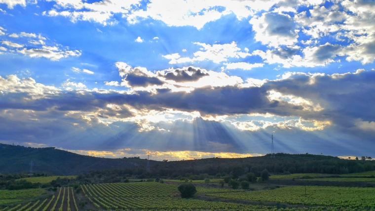 Núvols i sol diumenge a Olèrdola